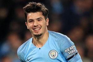 Man City tuyệt vọng giữ chân tài năng trẻ 19 tuổi