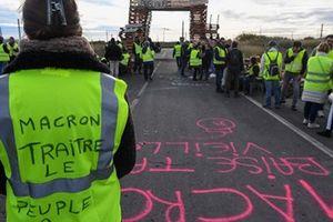 Pháp: Chính phủ nhượng bộ 'Áo giáp vàng'