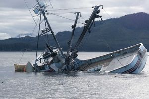 Cứu 9 thuyền viên của tàu hàng gặp nạn ngoài khơi đảo Cồn Cỏ