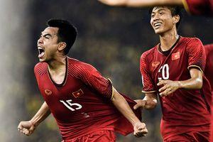 Cú sút xa ghi bàn của Đức Huy trong trận chung kết AFF Cup