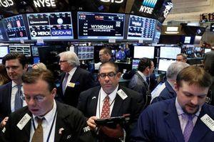 Chứng khoán Mỹ tăng điểm nhờ Apple, cổ phiếu châu Âu đỏ sàn