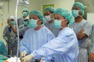 Người nước ngoài tấp nập đến Việt Nam chữa bệnh