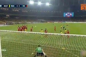 Pha sút phạt hiểm hóc giúp Malaysia gỡ hòa 2-2