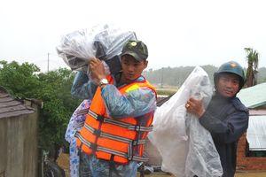 Huy động lực lượng tìm kiếm nạn nhân mất tích trên sông Trà Bồng