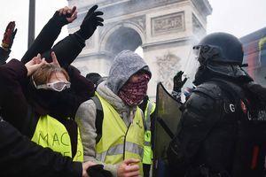 Tổng thống Pháp trước thách thức hàn gắn đất nước