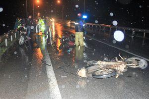 Truy tìm xe ô tô tông 3 xe máy rồi bỏ chạy trong đêm mưa tầm tã