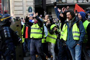 Tổng thống Pháp tiếp tục nhượng bộ sau biểu tình bạo lực ở Paris