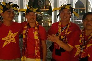 CĐV Việt Nam sang Malaysia dù chưa mua được vé vào sân Bukit Jalil