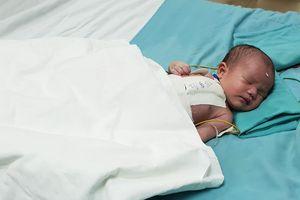 Xót xa cháu bé bị tim bẩm sinh mới 5 ngày tuổi đã lên bàn mổ