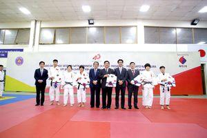 Võ sĩ Judo Nhật Bản giao lưu với đội tuyển Judo Việt Nam