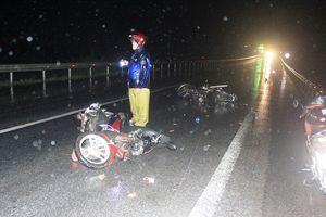 Quảng Bình: Ô tô tông hàng loạt xe máy, 3 người nhập viện cấp cứu