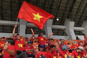 Cổ động viên Việt rầm rộ kéo sang Malaysia