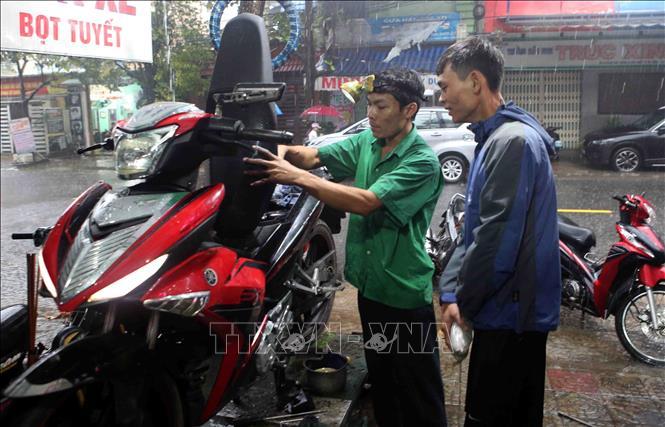 Sửa xe bị ngập nước miễn phí cho người dân Đà Nẵng