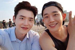 Lee Jong Suk bất ngờ gửi xe đồ ăn chúc mừng phim mới của Jung Hae In