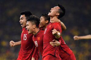 Malaysia 2-2 Việt Nam: Cầm vàng lại để vàng rơi