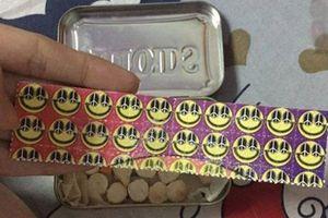 Ma túy núp bóng 'tem giấy' xuất hiện ở Hà Nội