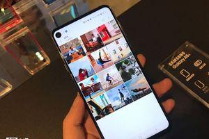 Chiêm ngưỡng smartphone màn hình đục lỗ đầu tiên trên thế giới của Samsung
