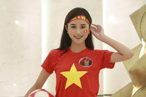 Hừng hực khí thế trước bộ ảnh cổ vũ đội tuyển Việt Nam vô địch 'chất phát ngất' của dàn người đẹp Hoa khôi sinh viên 2018