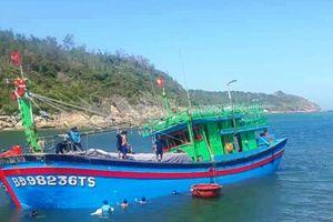 Bình Định: Cửa biển bồi lấp, tàu thuyền gian nan ra vào