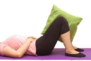 Bài tập thể dục tại nhà chỉ với 1 chiếc gối