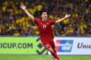 Bạn gái Huy Hùng suýt đập vỡ bàn sau bàn thắng của người yêu
