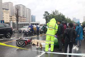 Hà Nội: Xe máy va chạm ô tô, nam thanh niên tử vong tại chỗ