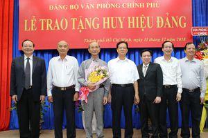 Trao Huy hiệu 55 năm tuổi Đảng cho đồng chí Võ Viết Thanh