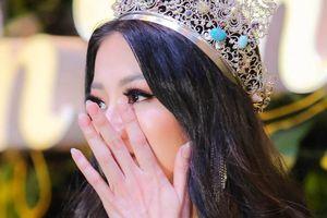 Hoa hậu Phương Khánh bật khóc giải thích tin đồn mua giải, vô ơn