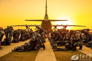 Lính dù Trung Quốc tổng kết năm 2018 qua loạt ảnh đẹp mê hồn