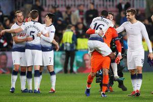 Thủ hòa Barcelona, Tottenham may mắn đi tiếp ở Champions League