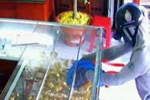 Truy bắt tên cướp 21 cây vàng, đâm bị thương chủ tiệm ở An Giang