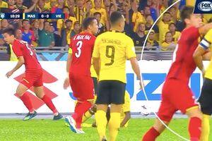 CĐV Malaysia đòi trọng tài rút thẻ đỏ đuổi Duy Mạnh