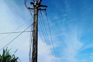 Nghệ An: Vướng dây điện đứt xuống đường, 1 phụ nữ bị điện giật tử vong