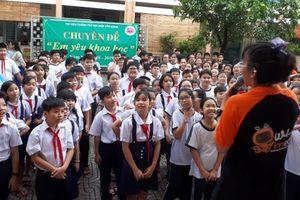 800 học sinh trường tiểu học Đinh Tiên Hoàng thực hành các thí nghiệm khoa học vui