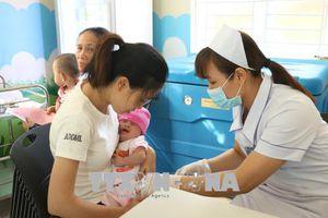 'Giải nhiệt cơn khát' vắc xin 5 trong 1 thuộc chương trình tiêm chủng mở rộng