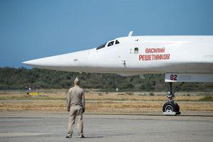 Máy bay ném bom của Nga vượt hơn 10.000km đến Venezuela