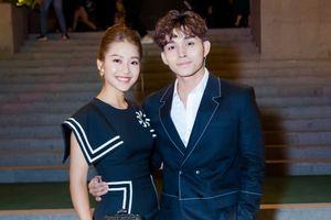 Hết tình tứ với Isaac ở Nhật, Khả Ngân lại quấn quýt với 'chồng cũ' Jun Phạm trong show thời trang