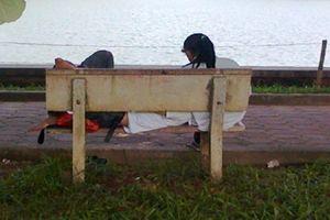 Bị cướp nhiều tài sản khi dẫn bạn gái vào công viên ở Sài Gòn tâm sự