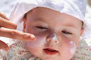 Chuyên gia chỉ cách trị ngứa, chăm sóc da cho trẻ viêm da cơ địa trong mùa lạnh