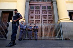 Tay súng giết chiết nhiều người rồi tự sát ở nhà thờ Brazil