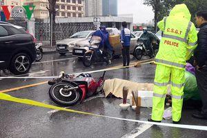 Người thân gào khóc bên thi thể thanh niên bị nạn giữa trời mưa rét
