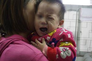 Nhiệt độ giảm sâu, nhiều trẻ không ngậm được miệng, cười méo xệch phải nhập viện