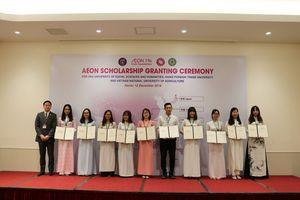 Trao chứng nhận 'Học bổng AEON' cho 60 học sinh