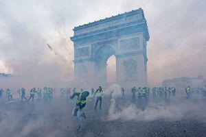 Biểu tình giáng đòn nặng lên kinh tế Pháp