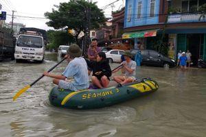 Ban Thường trực UBTƯ MTTQ Việt Nam thăm hỏi các tỉnh miền Trung bị mưa lũ