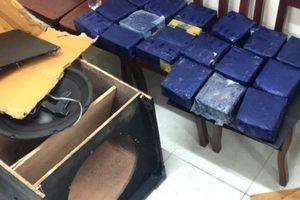 2 người ngụy trang 19 kg ma túy đá trong loa thùng