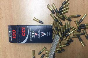 Phát hiện 20.500 viên đạn giấu trong thùng đồ nghề ô tô