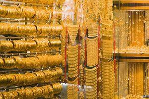 Đồng USD yếu đi hỗ trợ giá vàng thế giới