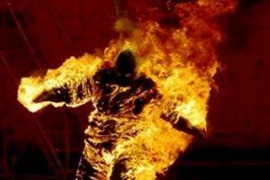 Tức giận khi cãi vã, chồng trút xăng đốt vợ khiến cả hai nguy kịch