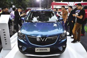 Suzuki Swift giá 176 triệu tái xuất, Fadil của VinFast vẫn 'bình chân như vại'
